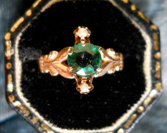 Antique Victorian 18k Gold Green Stone and Pearl Ring