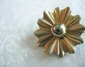 Small Gold Fan-Style Pin