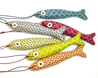 Keyring fish. Bright ornament for keys or knobs. Stuffed animal. Plushie ornament. Colourful cotton fabrics.