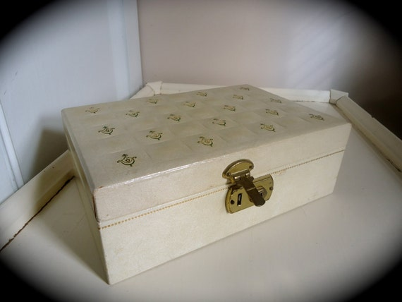 Patterned Cream Vintage Jewelry Box with Red Lining
