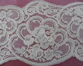 Vintage Wide Ivory SCALLOP LACE, 4 Yards, Free US Shipping