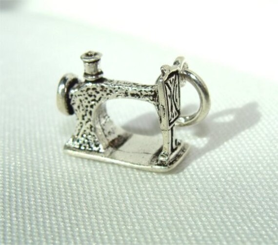 Old Fashion SEWING Machine Sterling CHARM For the Seamstress