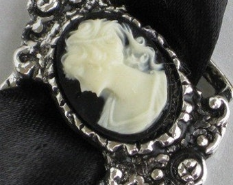 Steampunk - Cameo Choker Necklace - LADY IN BLACK - Beautiful Vintage Design - Neo Victorian Jewelry - By GlazedBlackCherry