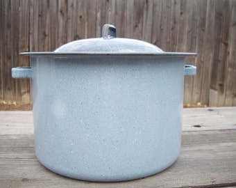 CLEARANCE 30% off Large Gray Graniteware Pot with Lid