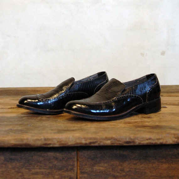 Exotic Loafers // Vintage Black Wingtips // Mens 6.5 or Womens 7.5