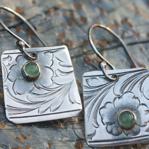 Engraved Silver Earrings with Green Aventurine gemstones - Remembrance