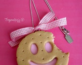 Long necklace - Biscuit smiling to the strawberry/milk