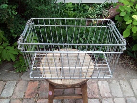 Vintage Metal Wire Basket.