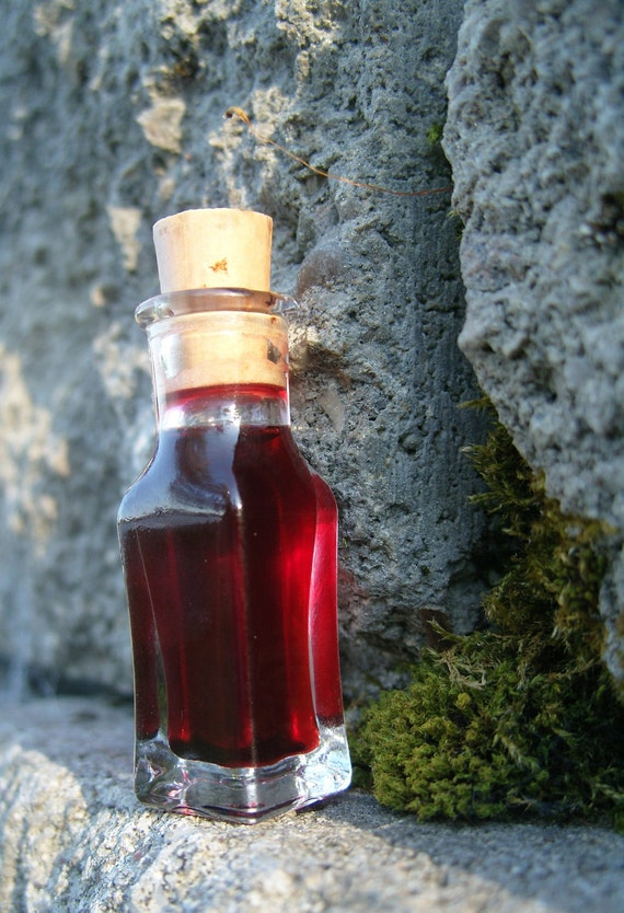 Mini-Vial of Macassor Oil, with Blood Orange & Cinnamon in a Sweet Almond Oil Infusion, an Adaptation of a Victorian-Era Beauty Tonic
