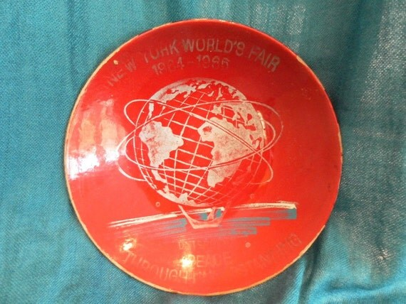 Vintage Red New York Worlds Fair 1960s  lacquer bowl