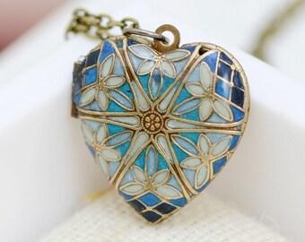 Resin Locket,Brass Locket, Jewelry Gift,Filigree Heart Resin Locket,Bridesmaid Necklace,bridesmaid gift locket necklace,