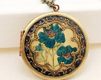 Personalization Locket,Brass Locket,Antique Botanical ,Iris,Blue Flowers Locket,Photo Locket,Wedding Necklace,bridesmaid gift,locket necklac