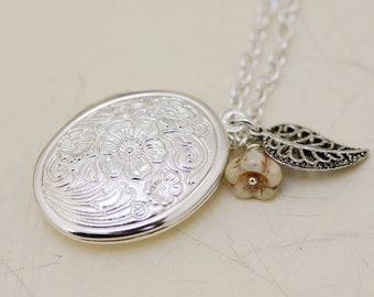 Jewelry, Necklace,Pendant,Locket,Hibiscus,Locket,Silver Locket,leaf,Flower,Antique Necklace. Locket Necklace,Wedding Necklace