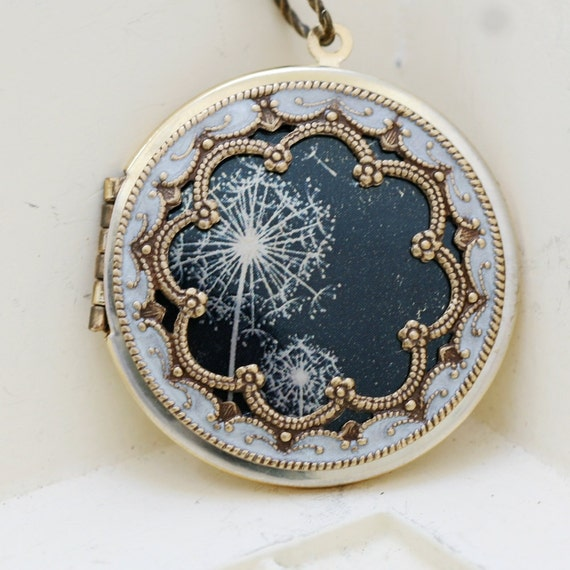 Locket Necklace,Brass Locket,Dandelions Locket,Necklace,Photo Locket,Wedding Necklace,Jewelry Gift,bridesmaid gift,locket necklace,38mm