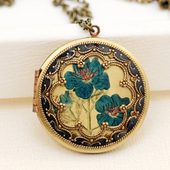 Locket,Brass Locket,Antique Botanical ,Iris,Blue Flowers Locket,Photo Locket,Wedding Necklace,Vintage Locket,bridesmaid gift,locket necklac
