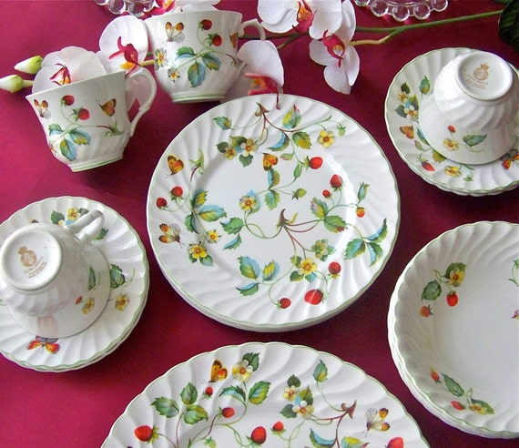 Dinnerware set Strawberry and Butterfly Pattern