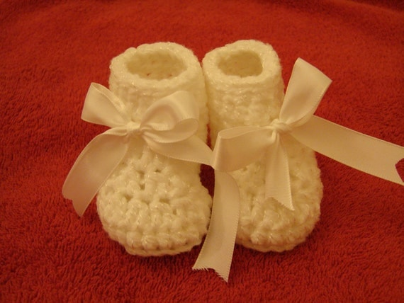 baby white BOOTIES with white ribbon Christening - Baptism