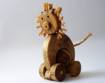 Wooden pull toy eco friendly - LEO the lion