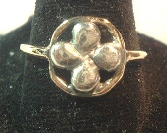 Two-Tone Clover Ring