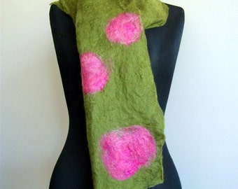 Handcrafted green and pink merino wool Felt Scarf 'The Rose Garden'