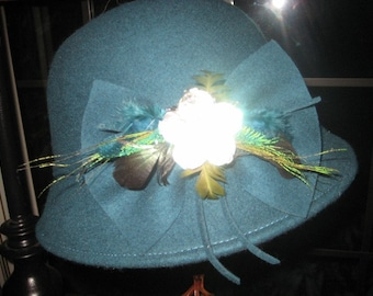 Vintage Hat~Wool Hat~ Jackie O~ Teal Green~ Wool Hat Feathers Abalone Bow Stellar Condition......