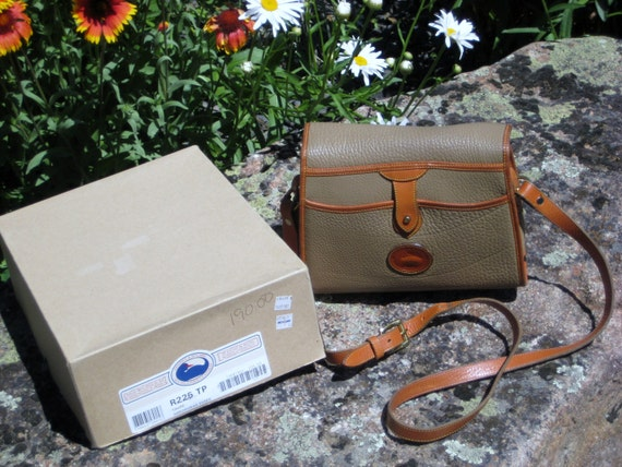 SaLe Dooney Bourke Vintage Arrowhead Essex Handbag Taupe British Tan Excellent Condition Includes Origanol Box