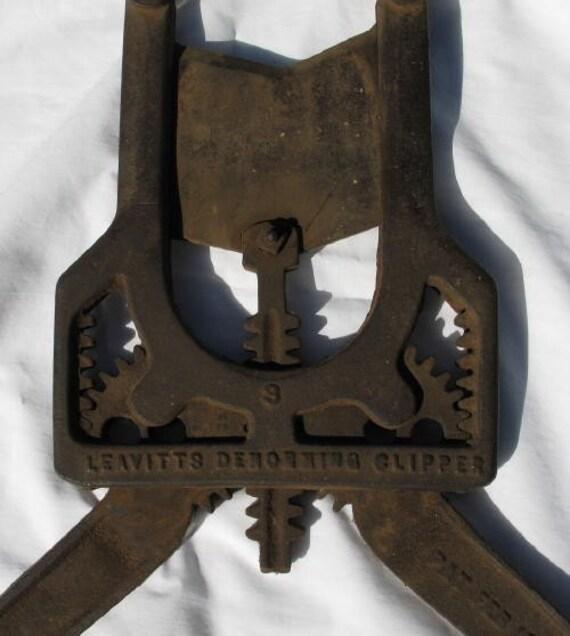 Antique cast iron bull dehorner cutter