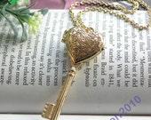 Pretty retro gold heart key locket pendant necklace vintage style