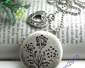 Pretty retro silver can open round photo locket with carved flowers necklace pendant jewelry vintage style