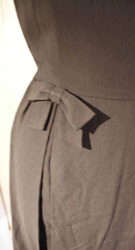 Deadstock Vintage 1950s rayon cocktail wiggle dress black bows split over skirt Xs S Viva rockabilly