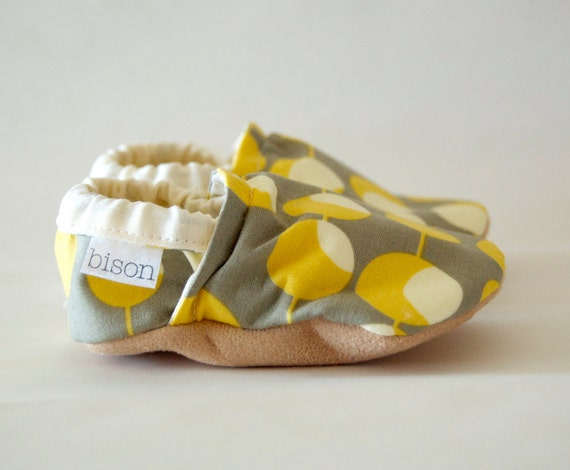 Mod Bison Booties Size 0 to 6 Months Newborn Size 1 Baby yellow gray grey olive