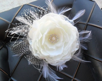 Bridal hair accessory, Wedding hair flower, Feathered hair piece, Bridal headpiece, Wedding hair accessory, Feathered fascinator, hair clip