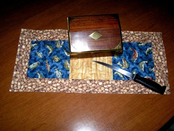 Fish Table mat with  blue water and rocks