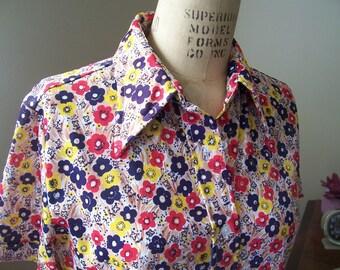 Ladies vintage 1970s flower power short sleeve shirt size L