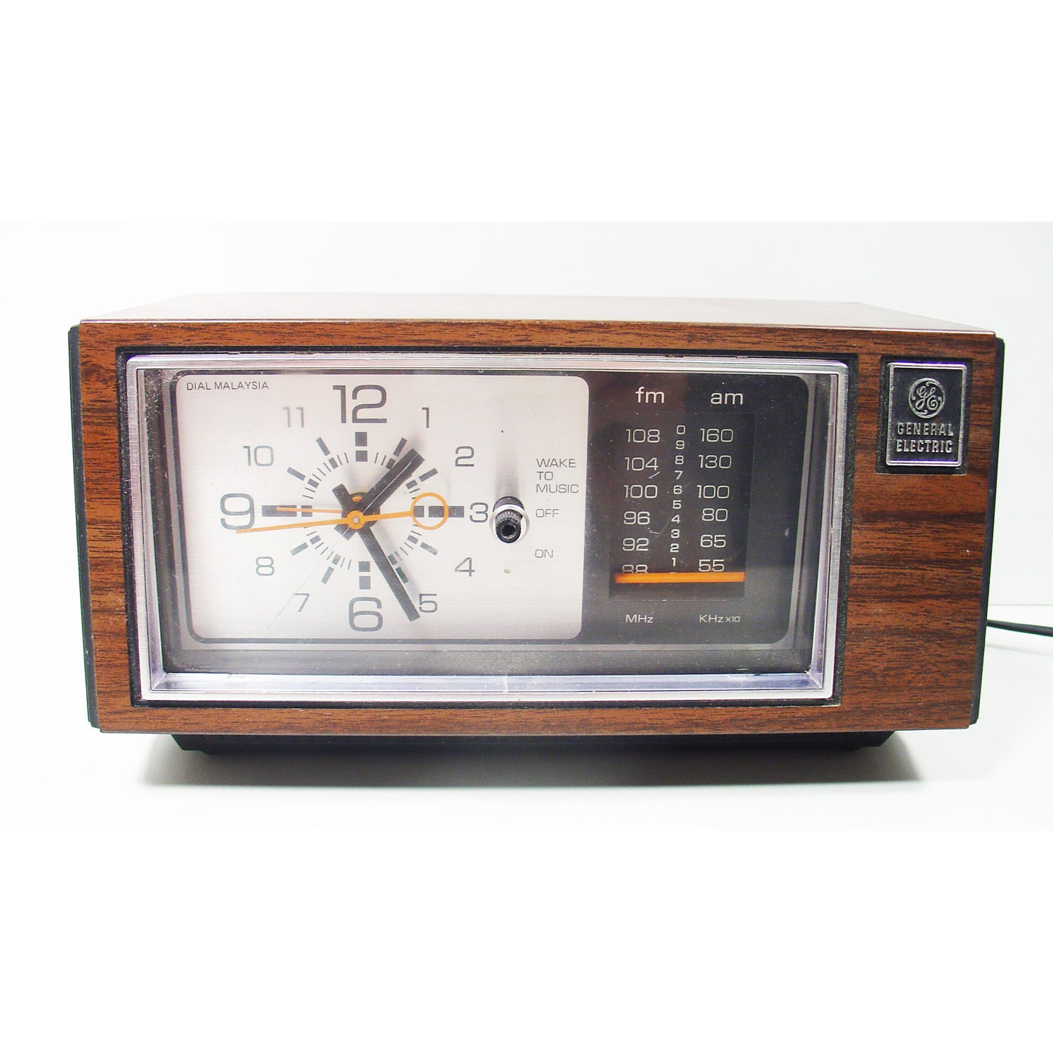 am fm alarm clock radio classic retro general electric model. Black Bedroom Furniture Sets. Home Design Ideas