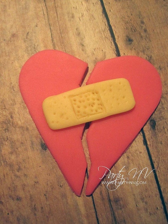 EDIBLE (Fondant Topper) - Broken Heart