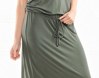 Long sleeveless summer dress.
