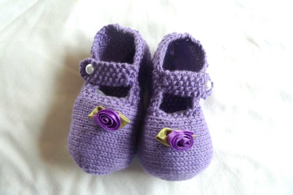 Mary Jane Purple  / Lilac Baby Shoes with purple ribbon flower embelishment, hand knitted by scunjeebabe