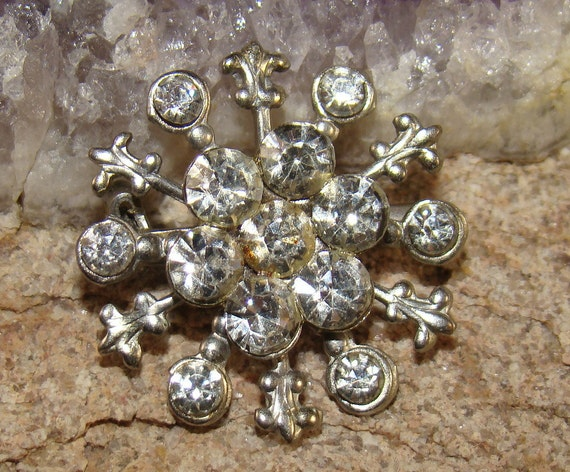 "Clear rhinestone ""Starburst"" silver toned Brooch Pin small Excellent condition"