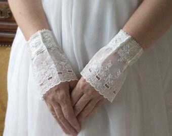 Vintage bride cuffs, 1940 lace, 1910 lace, wedding cuffs, white bridal wrist wraps
