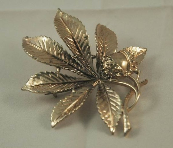 Stunning Goldtone Horse Chestnut Leaf and Chestnut or 'Conker'  Brooch
