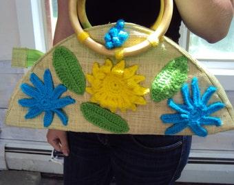 STRAW PURSE, vintage raffia purse, Woven Raffia, Crochet Flowers
