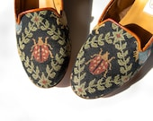 Vintage Loafers - 80s Shoes - Vintage Needlpoint Flats - Skimmers - Tapestry - Ladybugs - Size 8