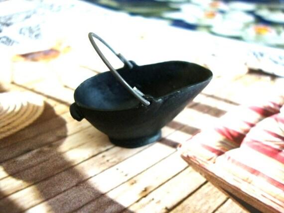 Vintage Miniature Cauldron Kettle Cooking Pot with a Handle Dollhouse Toy
