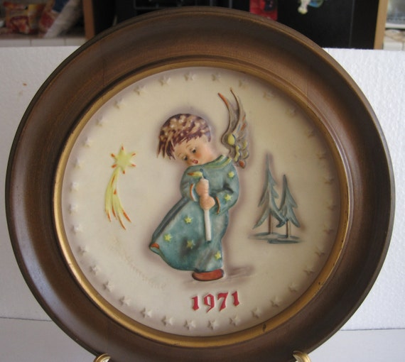 M.J. Hummel First Edition 100th Aninversary  Plate 1971- with wooden frame West Germany 7 1/2""