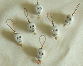 No Snag Stitch Markers - White/Gold Glass Skulls - Up To Size 10