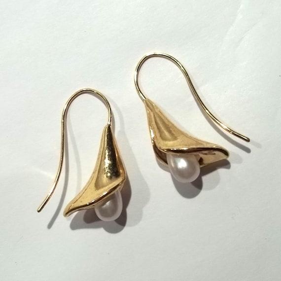 Gold Tone Pearly Flower Earrings