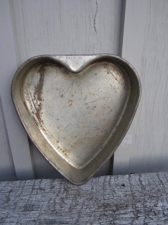 Heart Shaped Cake Tins : Vintage Very Old tin metal Heart shaped cake pan chocolate