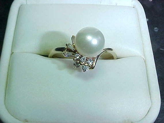 FREE Us Shipping and Sizing Estate 8mm Pearl and 1/4 carat ATW DIAMoND ring in 14K yellow gold