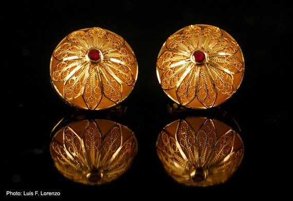 Filigree Button earrings.18k gold. Filigree Jewelry from Salamanca